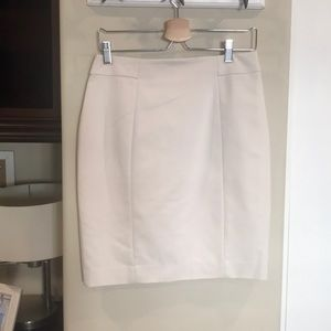 H&M Cream pencil skirt 👗